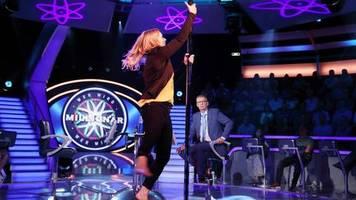 rtl-quizshow: kandidatin tanzt bei wer wird millionär? an der stange