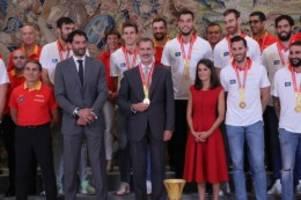 Party in Madrid: Spanisches Königspaar empfängt Basketball-Weltmeister