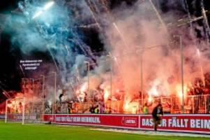 Pyrotechnik: Das teure Derby-Nachspiel: HSV rechnet mit hoher Strafe
