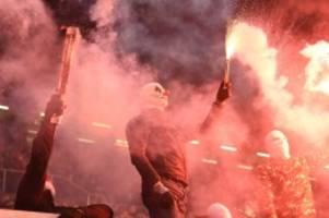 HSV gegen St. Pauli: Brennende Paletten: Kleinere Krawalle nach Lokalderby