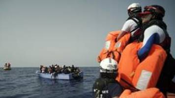 mittelmeer: fast 200 flüchtlinge gerettet