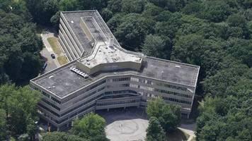 1200 Anträge zu Unrecht bewilligt: Asyläffare: Bremer Staatsanwaltschaft erhebt laut Bericht Anklage gegen Ex-Bamf-Chefin