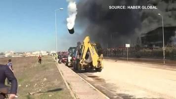 video: istanbul: tank explodiert nach feuer in chemiefabrik