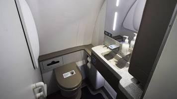 Festnahme nach drei Monaten: Voyeur versteckt Kamera auf Flugzeugtoilette - FBI schnappt ihn, weil er mehrere Fehler macht