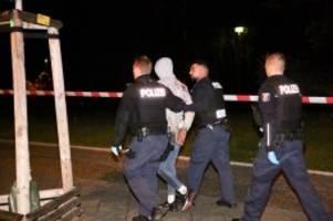 Polizei und Feuerwehr: Blaulicht-Blog: Zwei Verletzte bei Messerattacke
