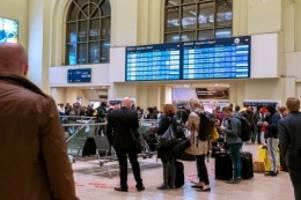 Bahn-Störungen: Sturm im Norden: 200 Menschen müssen in Zug übernachten