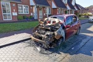 Serientäter?: Drei Autos angezündet? Polizei inhaftiert 70-Jährigen