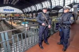 St. Georg: Massenschlägerei am Hauptbahnhof – Bundespolizei stoppt Züge