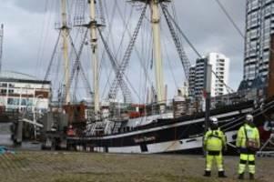 schifffahrt: museumsschiff seute deern wird erst am freitag gehoben