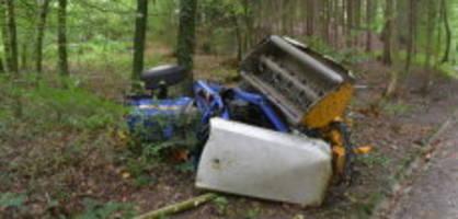 dielsdorf: frau kippt mit traktor und wird schwer verletzt