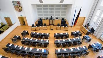 Verschuldete Kommunen: Saar-Landtag berät über Finanzhilfen