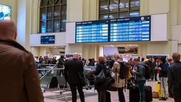 Verspätungen und Teilausfälle: Sturm sorgt in Norddeutschland für Chaos bei der Bahn