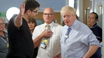 brexit: aufgebrachter vater stellt johnson in krankenhaus zur rede