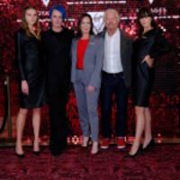 virgin voyages enthüllt die von gareth pugh entworfene topmodische uniform-kollektion mit einer hochkarätigen feier bei der london fashion week