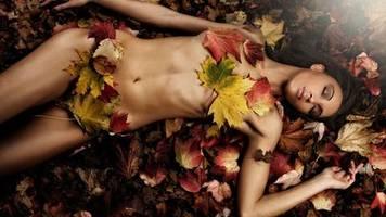 Aktfotografie: Herbst, die letzten Sonnenstrahlen wärmen die Haut
