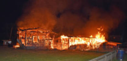 Ställe in Brand: Pferde und Ziegen sterben in Flammenhölle