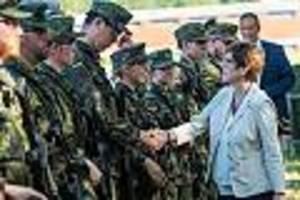 Ärger in der Bundeswehr - Maulwurf im AKK-Ministerium? Mitarbeiter soll vertrauliche Akten weitergegeben haben