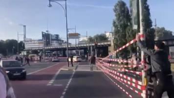 Klimaschutz-Aktivisten: Extinction Rebellion ruft zu #UngehorsamFürAlle auf – und sperrt Straße in Berlin