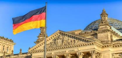 Staatsrechtler fordern Verkleinerung des Bundestags