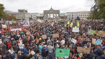 Demos in ganz Deutschland - Veranstalter: 270.000 Menschen beim Klimastreik in Berlin