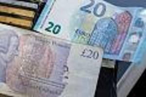 Bewegung am Devisenmarkt  - Britisches Pfund steigt wieder - Juncker schürt Hoffnung auf Brexit-Einigung