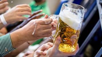 O'zapft is: Zehn Minuten nach Anzapfen: Oktoberfest-Sanitäter behandeln erste Bierleiche