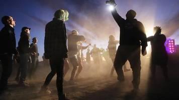 Keine Aliens: Sturm auf Area 51 verläuft im Sande: Alien-Fans feiern friedlich in der Wüste vonNevada