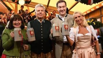 Oktoberfest-Eröffnung: O'zapft is! Münchner OB braucht zwei Schläge – Söder irritiert mit Vergleich zur Klimapolitik