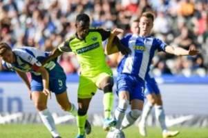 Fußball: Hertha BSC feiert Saisonsieg: Paderborn Tabellenletzter