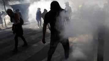 Polizei setzt Tränengas ein: Ausschreitungen und viele Festnahmen bei Protesten in Paris