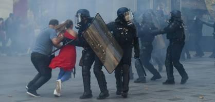 ausschreitungen und 152 festnahmen bei klimaschutz-demo