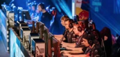 red bull gaming world: im verkehrshaus wird jetzt um den sieg gezockt