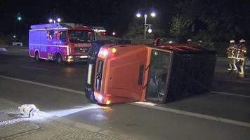 SUV-Unfall in Berlin: Auto kippt nahe Brandenburger Tor um