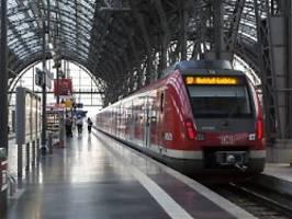 Kontakt mit Oberleitung: Mann stürzt brennend von S-Bahn