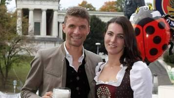 Thomas Müller: Geburtstagsparty für Lisa auf dem Oktoberfest