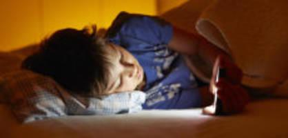 nachts online: smartphones rauben schülern den schlaf