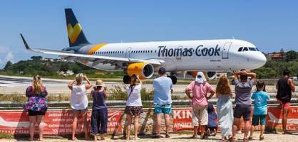 Bankrott von Thomas Cook droht - 600.000 Urlauber könnten bald festsitzen
