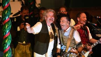 Rocker in Lederhose: Thomas Gottschalk singt auf dem Oktoberfest