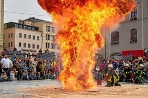 Was Augsburgs Feuerwehren auf dem Rathausplatz vorführten