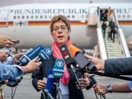 aus organisatorischen gründen: bundesregierung verteidigt doppel-flug