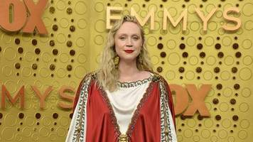 emmy awards 2019: gwendoline christie in echtem hingucker-kleid
