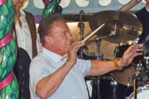 Terminator: Schwarzenegger dirigiert auf dem Oktoberfest