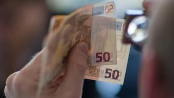 Fühlen,  Sehen,  Kippen – So erkennen Verbraucher Falschgeld
