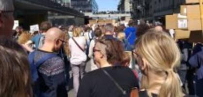 bern: 25'000 menschen strömen zur nationalen klimademo