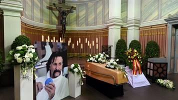 von ihm entworfener sarg: designer colani in karlsruhe beigesetzt