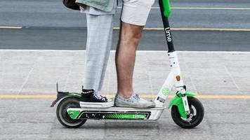 polizeikontrollen in münchen: nach wiesn-besuch: hunderten von e-scooter-fahrern wird der führerschein abgenommen