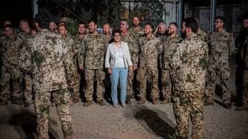 brennpunkt sahelzone: verteidigungsministerin kramp-karrenbauer in mali