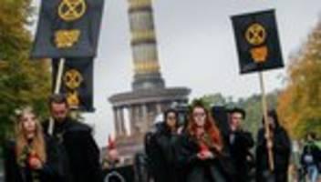 Extinction Rebellion: Polizei räumt Platz an Berliner Siegessäule