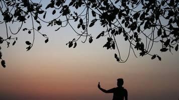 Drama am Stausee - Tödliche Selfies: Vier Menschen ertrinken in Indien