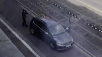 Amoklage: Attentäter erschießen zwei Menschen in Halle – Polizei jagt Täter auf der Flucht